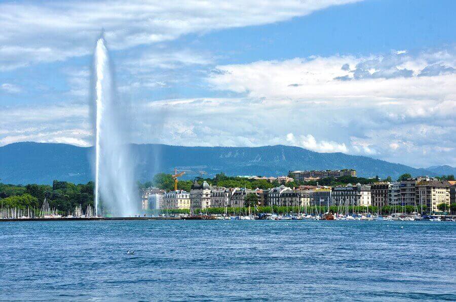 Aussicht auf die Stadt Genf vom See aus