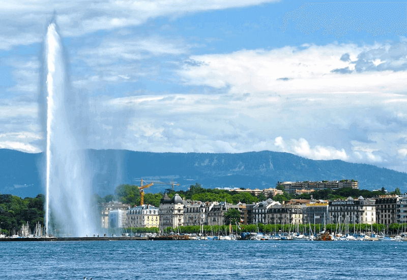 The picture shows the city Geneva
