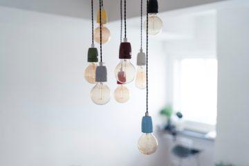 Lampen montieren - mehrere Lampen hängen von der Decke