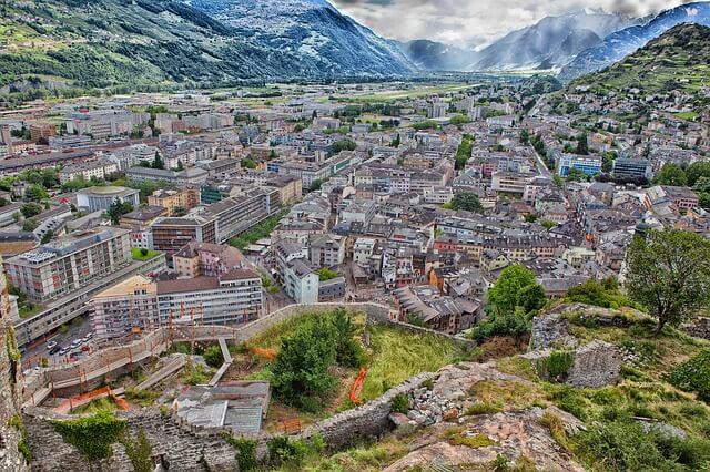 Bonne vue sur la ville de Sion.